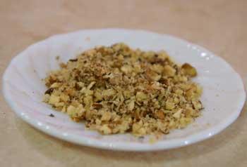 витаминный морковный салат - подготовка орехов